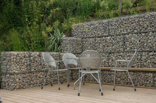 ściana z gabionów