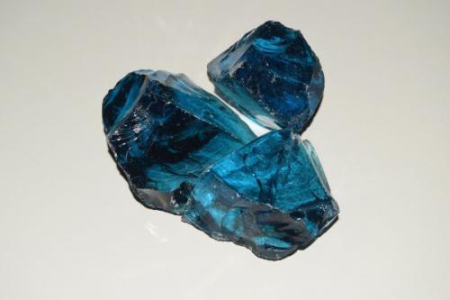 Bryły szklane niebieskie